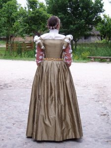 16th_century_french_dress_2_by_DeredereGalbraith