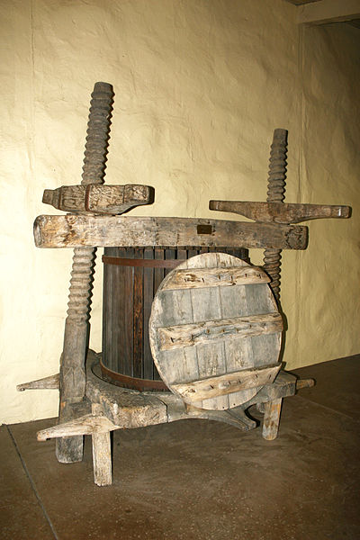 Wine_press_from_16th_century